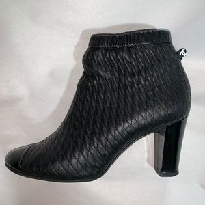 authentic CHANEL size 40.5 quilted calfskin BOOTIE